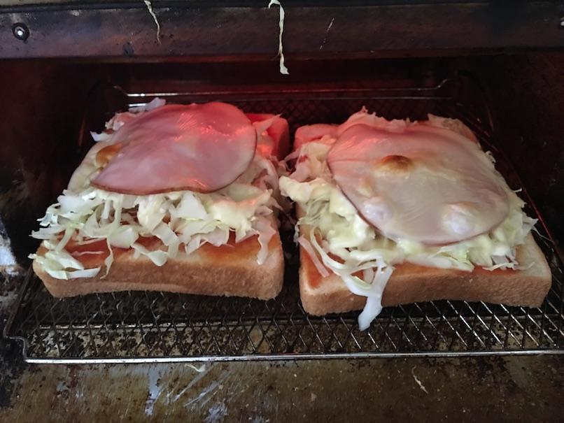ハムキャベツチーズトーストをオーブントースターで焼く