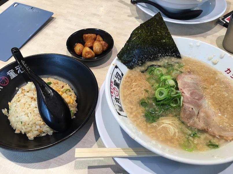 大坂千日前・河童ラーメンのやきめしセット