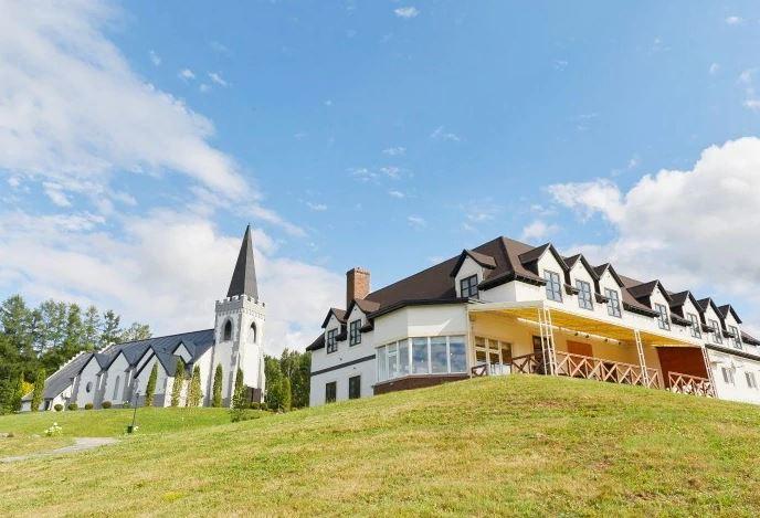 旭川の結婚式場であるイルムの丘セント・マーガレット教会外観