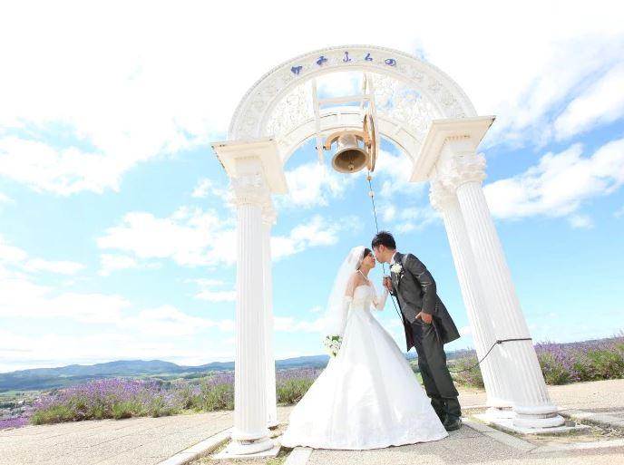 旭川・富良野で結婚式をするカップル