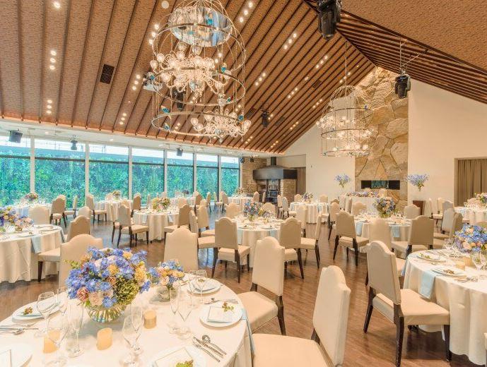 札幌で少人数の結婚式におすすめの宮の森フランセス教会の披露宴会場