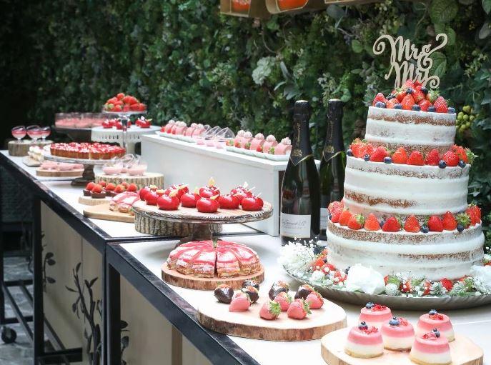 札幌で少人数の結婚式におすすめの宮の森フランセス教会のウェディングケーキ