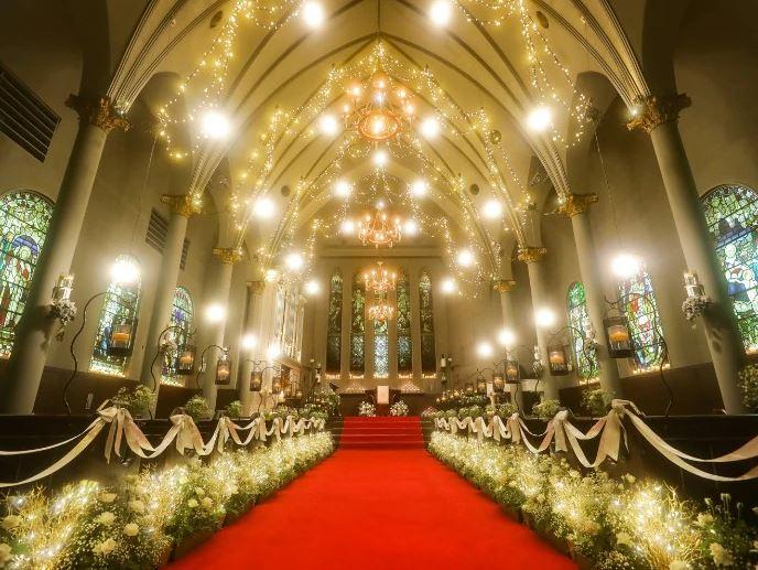 札幌で少人数の結婚式におすすめの宮の森フランセス教会のチャペル