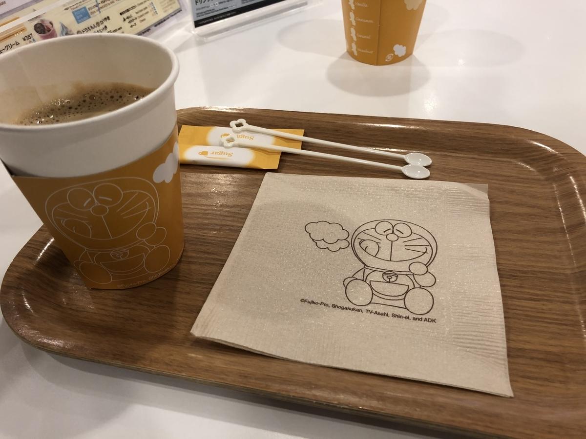 新千歳空港のドラえもんわくわくスカイパークのカフェのコーヒー