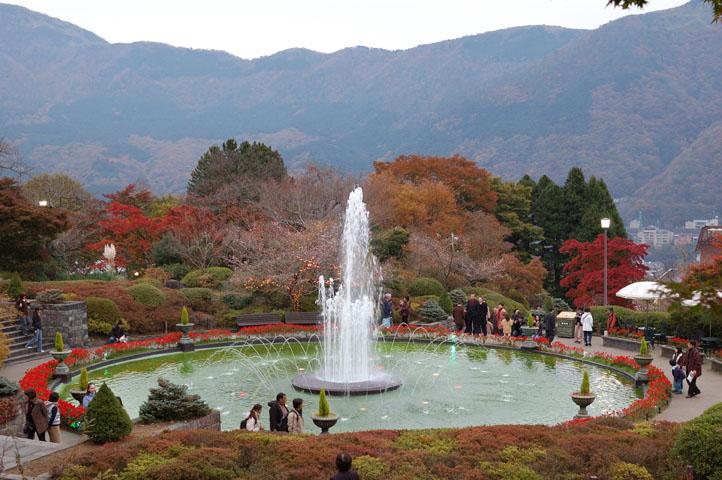 山の中の噴水