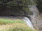 滝の上には石が敷きつめてある