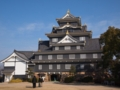正面から岡山城