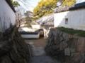岡山城の脇道は結構急です