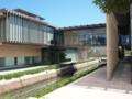 運河を跨ぐ長崎県美術館