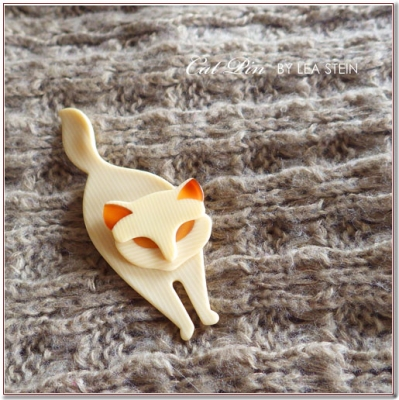 お散歩猫のビンテージブローチ LEA STEIN(リアスタイン)