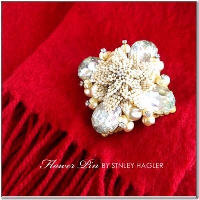 ホワイトビーズのフラワーヴィンテージブローチ STANLEY HAGLER(スタンレーハグラー)