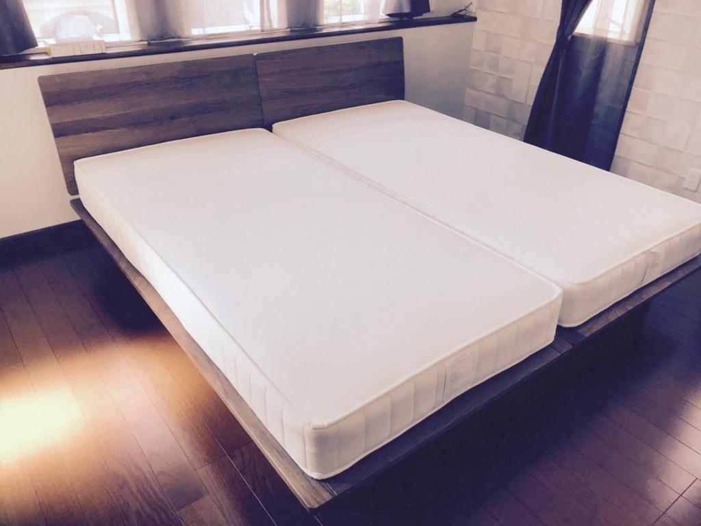 寝室にダブルベッドではなくシングルベッドを2つ置いた - フリーランスの