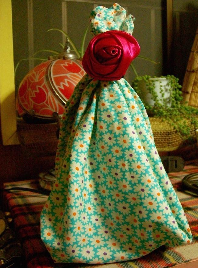 薔薇のゴムと花柄ハンカチ