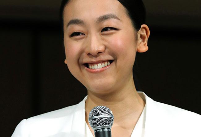 浅田真央引退記者会見で涙の笑顔