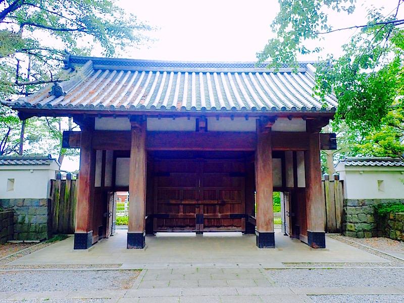 忍城の門の裏側