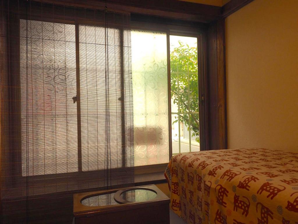 古民家ギャラリー内部と窓