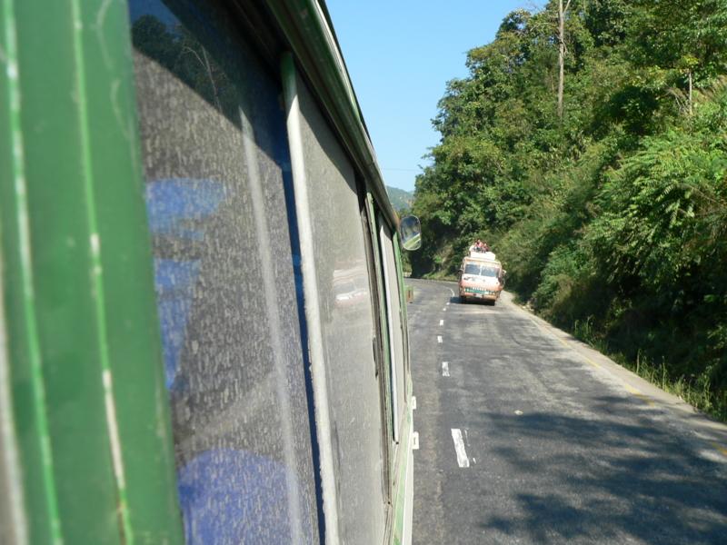 カトマンドゥまで凸凹のアトラクション14時間、遊園地よりコスパ高い