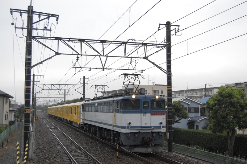 EF65 2087号機牽引東京メトロ1138F