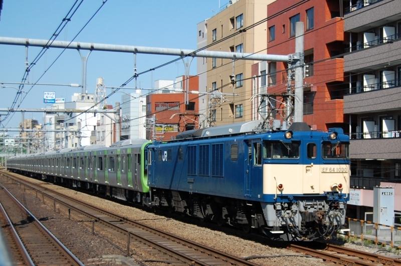 EF64 1030号機牽引E235系トウ20編成