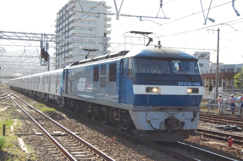 EF210-140号機牽引都営12-691F
