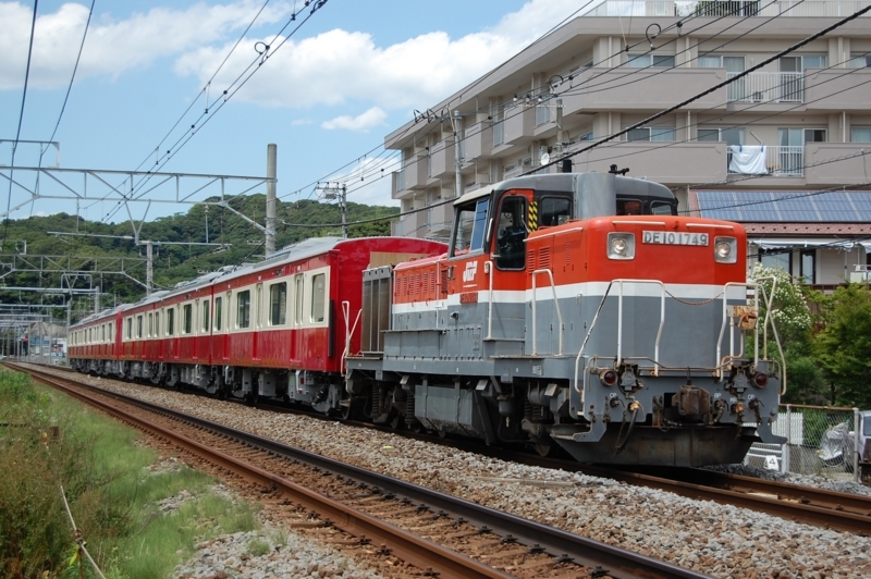 DE10 1749号機牽引TQ1631F(EF65 2088号機)