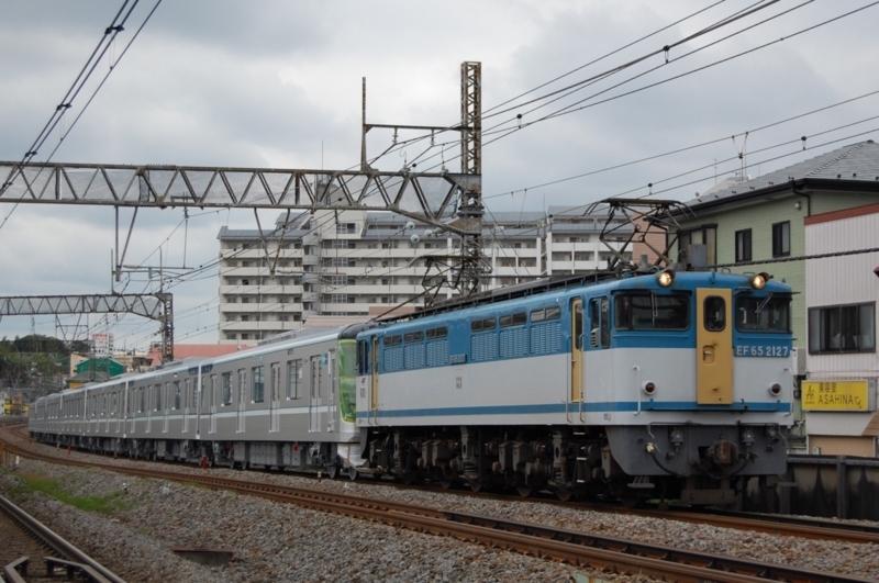 EF65 2127號機牽引東京メトロ13122F