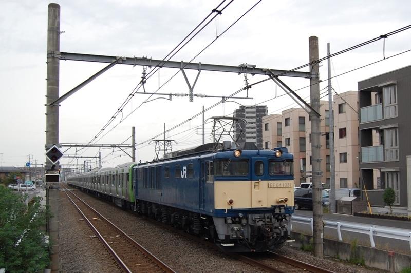 EF64 1031号機牽引E235系トウ26編成