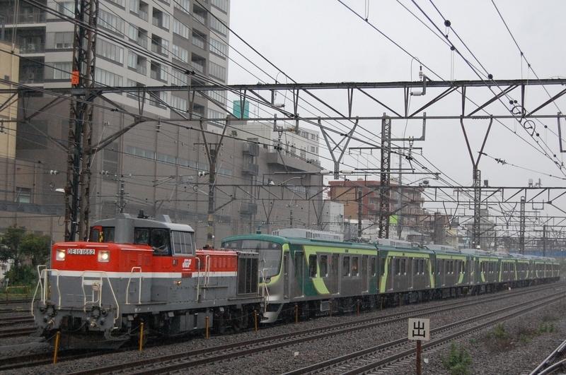 DE10 1662号機牽引TQ7111F+7113F+7115F