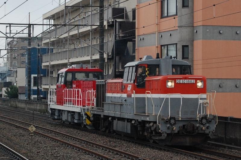 DE10 1662号機牽引HD300-30号機