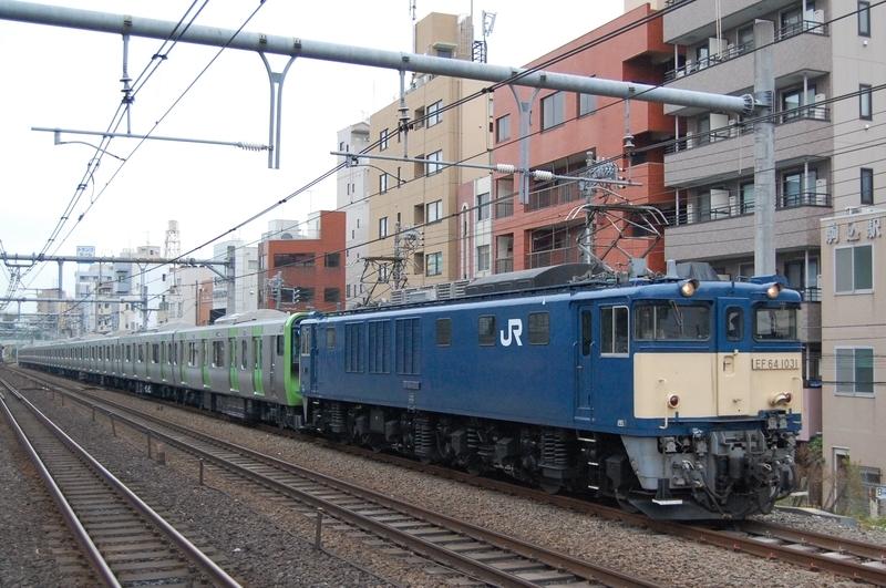 EF64 1031号機牽引E235系トウ28編成