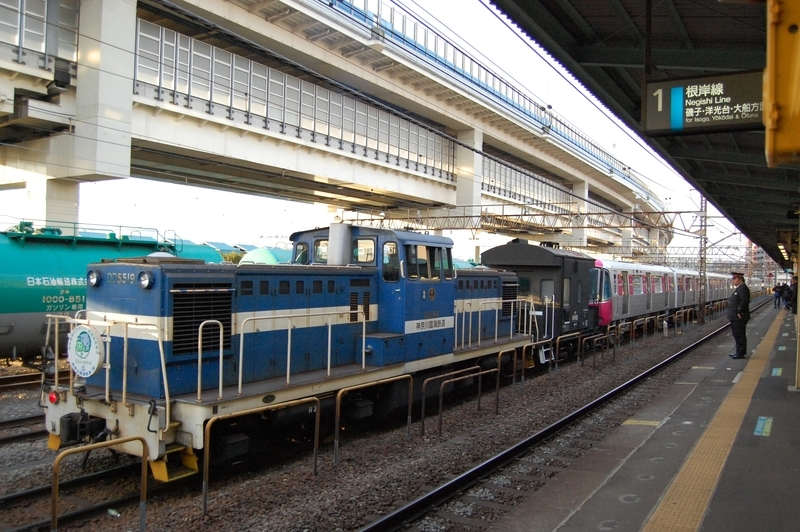 DD5519号機牽引都営12-701F