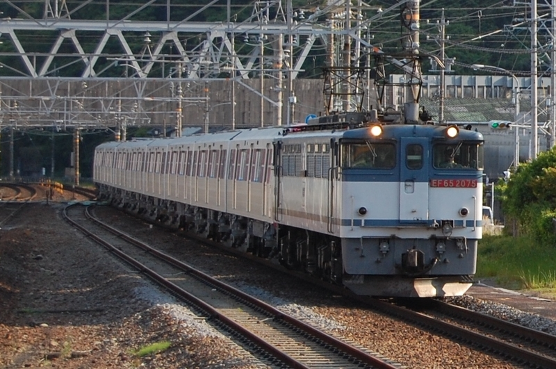 EF65 2075号機牽引都営12-721F