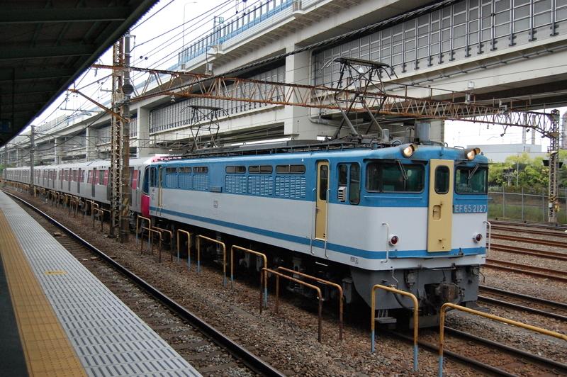 EF65 2127号機牽引都営12-721F