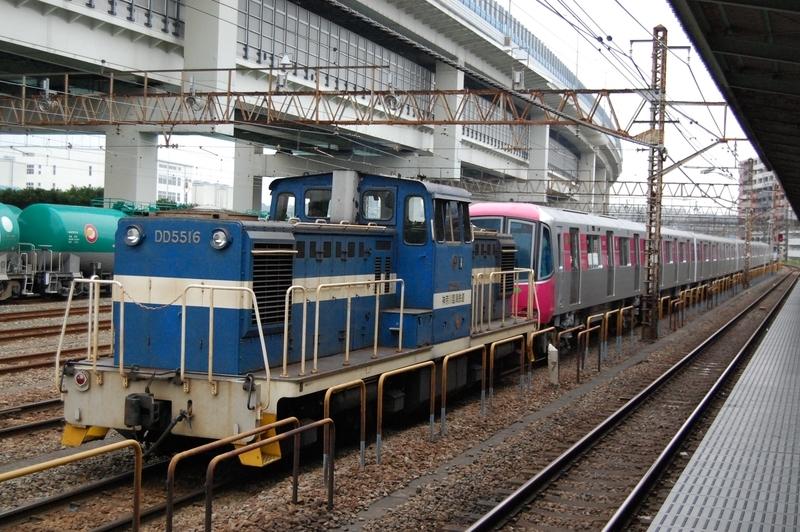 DD5516号機牽引都営12-721F