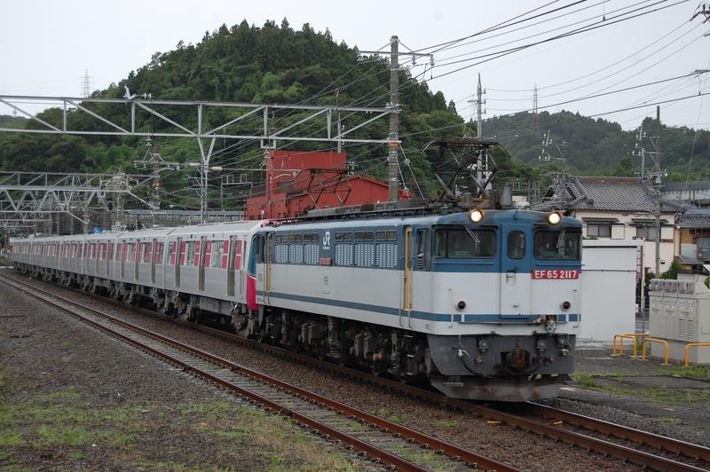 EF65 2117号機牽引都営12-731F