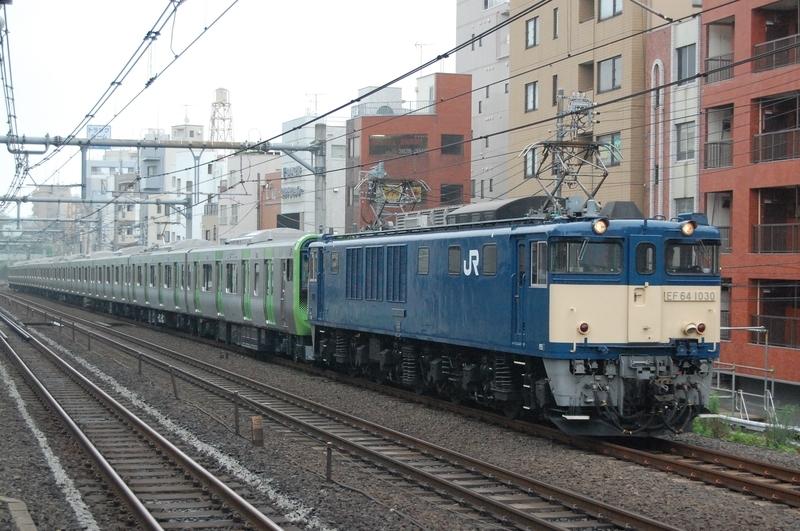 EF64 1030号機牽引E235系トウ40編成
