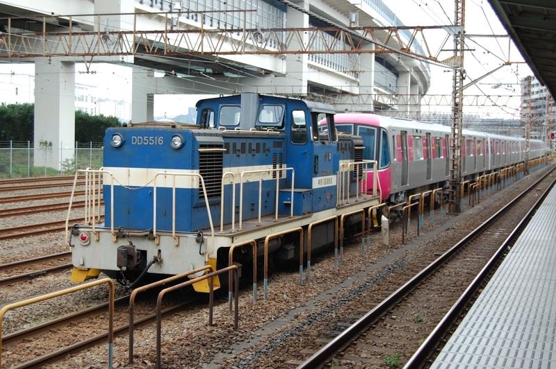 DD5516号機牽引都営12-741F