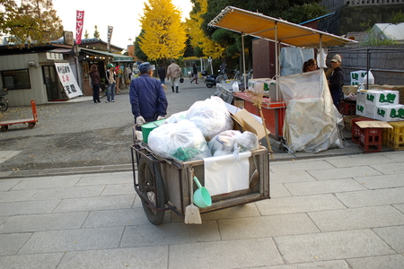 川崎大師のゴミ捨て