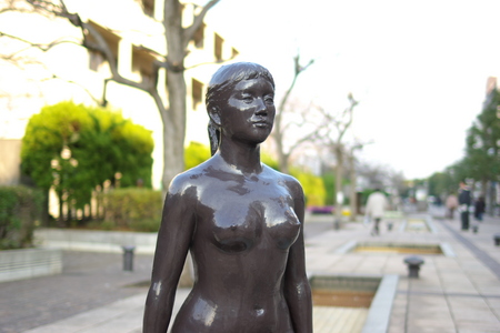 横須賀の女性バストショット