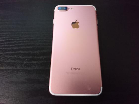 iPhone 7 Plus カバーを外す