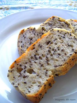 黒胡麻パン01