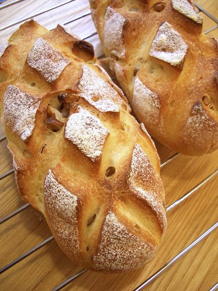 くるみとマカデミアナッツのパン
