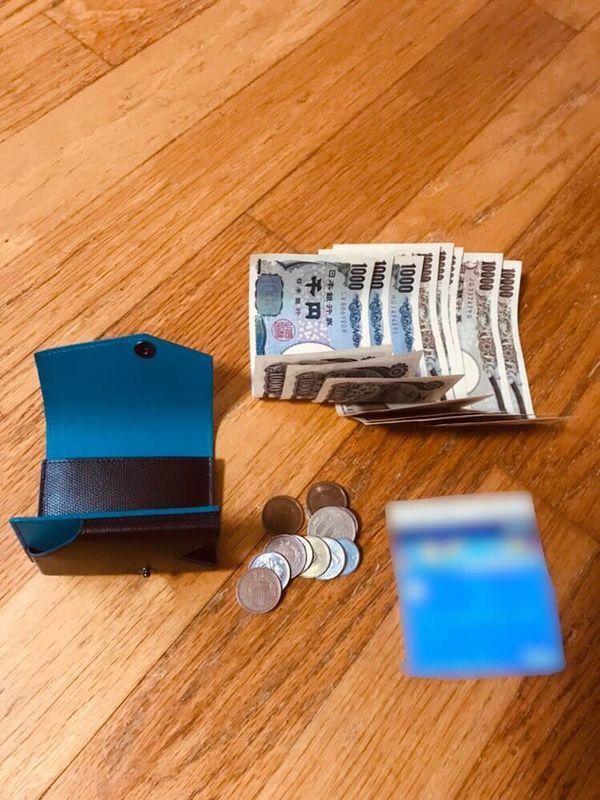 abrAsus アブラサス 小さい財布 中身