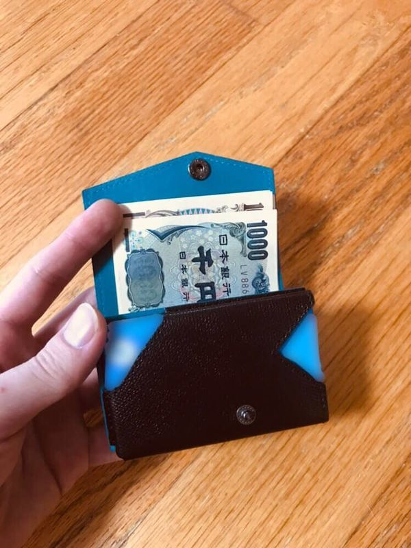 abrAsus アブラサス 小さい財布 お金を入れてみた
