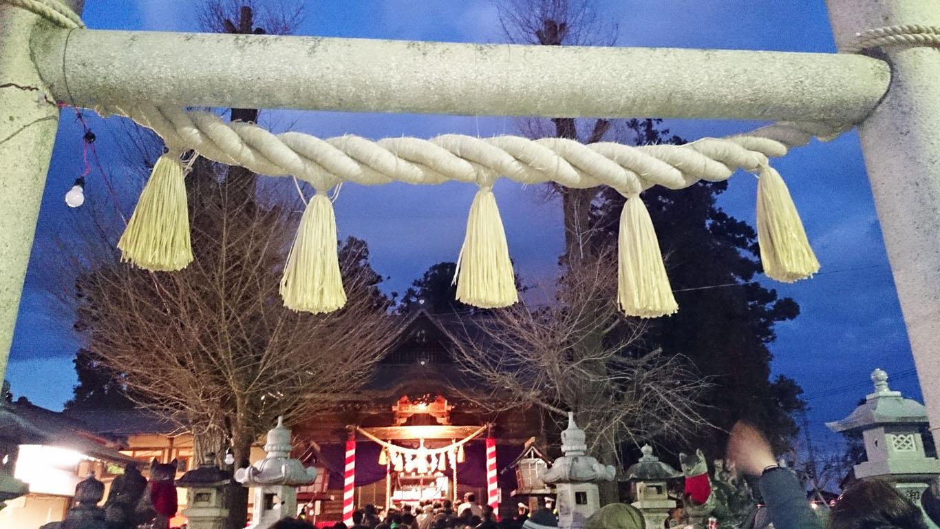 小泉稲荷神社 拝殿前