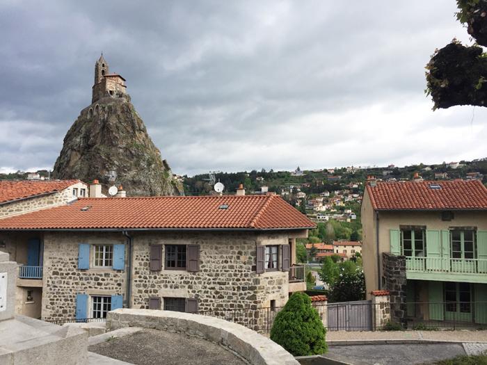 サン・ミシェル・デギュイユ礼拝堂と町並み