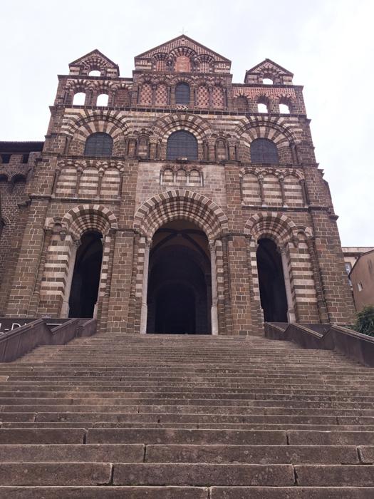 ノートルダム デュ ピュイ大聖堂