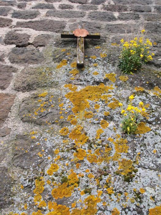 岩壁と十字架
