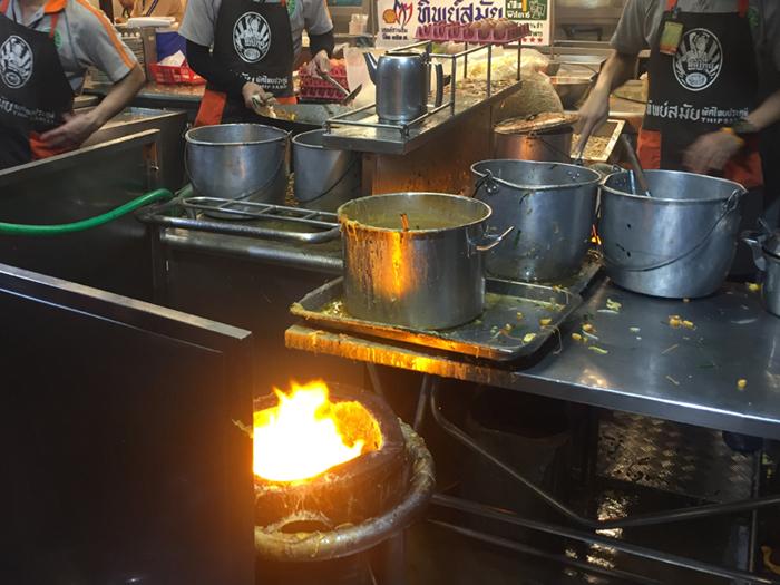 炭火を使用