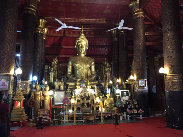 ワットマイ 寺院の中
